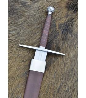 spada lunga medievale con fodero, funzionale