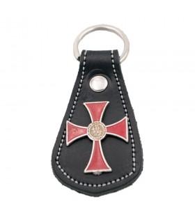 Portachiavi in pelle nera e Croce in metallo e un sigillo dei cavalieri Templari