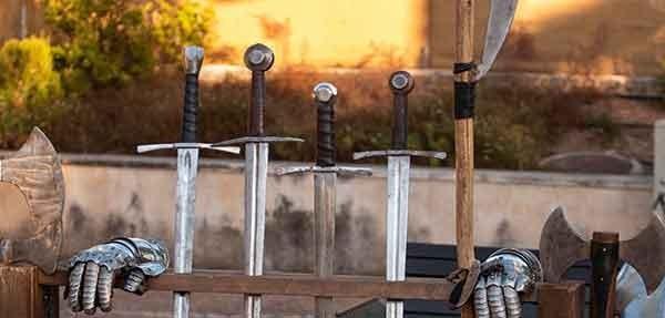 Crea la tua spada da combattimento personalizzata